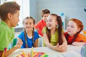 Brezplačni tečaj angleškega tečaja v AIA – Mladinskem centru