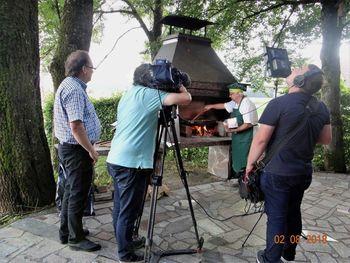 """Avstrijska ORF snemala prispevek za oddajo """"Dober dan, Koroška"""" v Mengšu"""