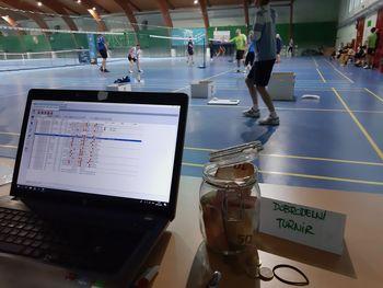 Badmintonisti zbirali za dober namen