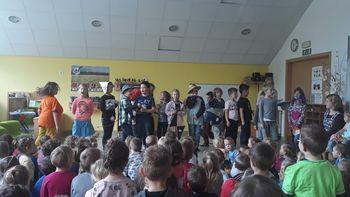 Obisk g. Branka Lipnika in učencev iz OŠ Horjul v vrtcu.
