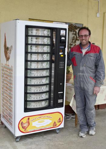 Pametni prodajalec jajc pri Pršinatovih
