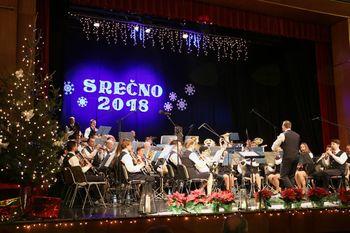 Božično-novoletni koncert Mengeške godbe s solistom Matjažem Mrakom