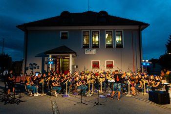 Predpočitniški rock koncert Mengeške godbe