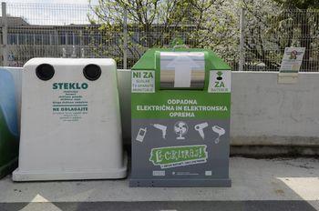 Novi zbiralniki za e-odpadke - male aprate in baterije