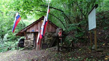 Spominski pohod od spomenika do Čehnarjeve doline