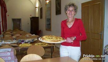 Kristina Prašnički iz Veržeja za prleško kvasenico s skutinim nadevom prejela zlato priznanje