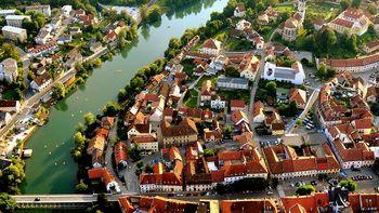 """Pojasnilo v zvezi s prispevkom Slovenskih novic: To so občine, v katerih vas """"lupijo kot banane"""""""