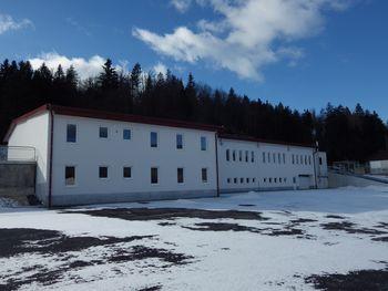 Vabljeni na otvoritev obnovljenega objekta v industrijski coni v Podpreski