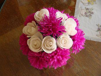 Razstava cvetje iz krep papirja