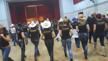 Plesni tečaj Kavbojskih plesov Country Line Dance