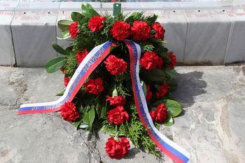 Ruska delegacija položila venec na grob padlih ruskih vojakov v Sodražici