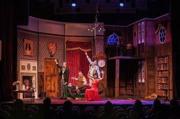 Poslovite se od leta 2018 v družbi večkrat nagrajene komedije z Broadwaya