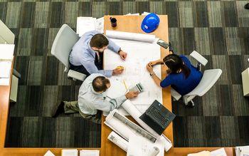 Ukrepi države močno vplivali na poslovanje delodajalcev