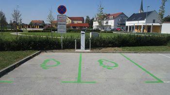 Občina Križevci dobila prvo električno polnilnico