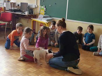 Prvošolce OŠ Sevnica sta obiskala pasja prijatelja