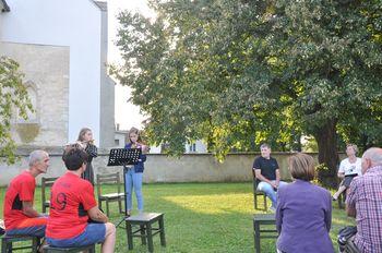Marko Radmilovič je v Križevcih pri Ljutomeru predstavil svoj roman Kolesar