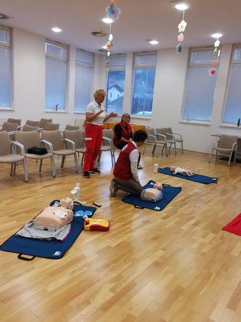 Prebivalci Mavsarjeve ulice so se naučili uporabljati defibrilator