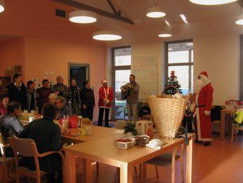 Božiček na obisku v Hiši dobre volje v Desklah