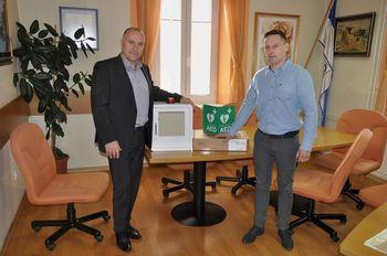 Občina Mengeš bogatejša za nov avtomatski defibrilator