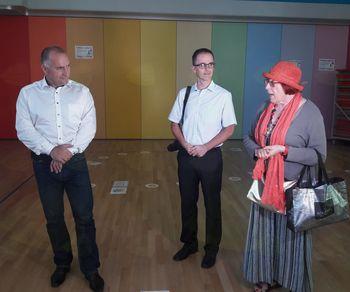 Po 70 letih obiskali svojo šolo in se posedli v šolske klopi