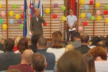Franc Jerič, župan občine Mengeš, pozdravil prvošolčke in razveselil z novico o pridobitvi gradbenega dovoljenja za Večnamensko športno dvorano Mengeš