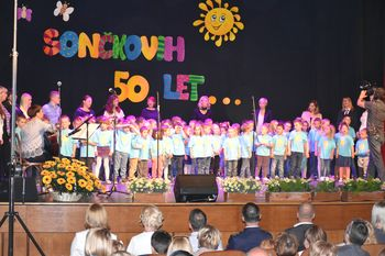 Vrtec Mengeš je v četrtek, 23. 5. 2019 praznoval častitljivi jubilej - 50 let delovanja enote Sonček