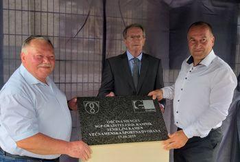 Pred začetkom gradnje Športe dvorane Mengeš simbolna postavitev temeljnega kamna