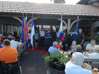 V Občini Mengeš dan državnosti že tradicionalno obeležili s pohodom od Topol prek Mengša in Loke do Dobena