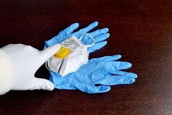 Odpadke v gospodinjstvih z bolniki, ki kažejo znake bolezni koronavirusa COVID-19 se lahko odvrže izključno v posodo za mešane komunalne odpadke
