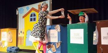 Otroški gledališki abonma v Črenšovcih - POJOČI SMETKONJAMI