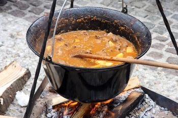 8. tekmovanje v kuhanju divjačinskega golaža