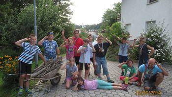 Koristno izrabljen prosti čas v dobro otrok in staršev na Gulču v družbi g. Milana Knepa in sežanske mladine