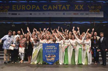 EUROPA CANTAT - zastava festivala v Talinu, predana Ljubljani