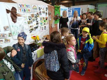 Šolski čebelarji obiskali sejem ApiSlovenija