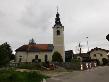 Obnova cerkvenega zidu v Tupaličah