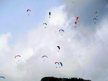Roj padalcev nad preddvorskimi hribi