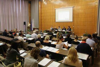 Gorenjski župani, gospodarstveniki in predstavniki nevladnih organizacij o razvojnih projektih in prioritetah regije