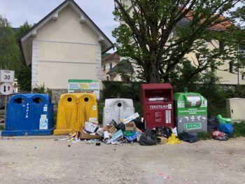Neustrezno odlaganje odpadkov na ekološkem otoku