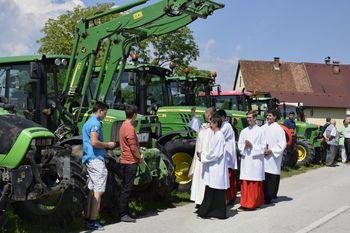 Blagoslov traktorjev v Preddvoru