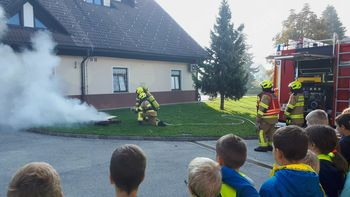 Šolarji na obisku pri gasilcih PGD Preddvor