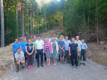 Kmetijska ministrica na ogledu gradnje gozdne ceste v Bašlju