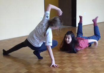 IZRAZI SEBE S PLESNIM KORAKOM, plesna delavnica za otroke ob Evropskem tednu mobilnosti
