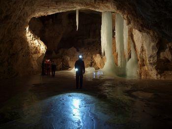 Pred vročino se skrijmo v Snežno jamo