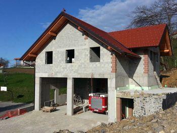 Za nadaljevanje gradnje gasilskega doma bodo za pomoč prosili tudi krajane in druge donatorje