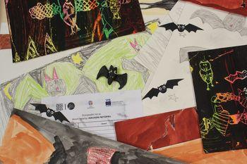 """Strokovna komisija v okviru likovnega natečaja """"Navadni netopir"""" že na delu"""