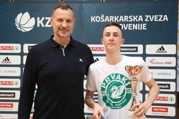 Logatčan Kim Klavžar državni košarkarski kadetski prvak in MVP finalnega turnirja!