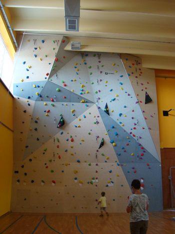 Viki Grošelj odpira steno v Lokavcu
