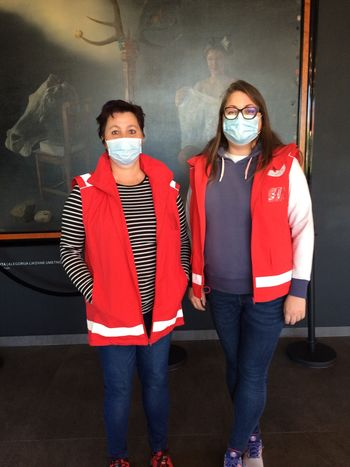 Bolničarji/prostovoljci in ostali prostovoljci sodelujejo pri cepljenju