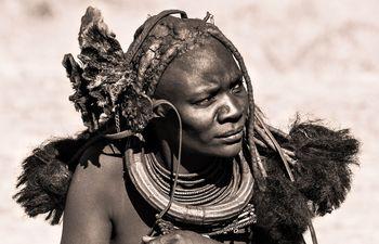 Mare Lakovič: Zadnje tradicionalne kulture Namibije in Bocvane