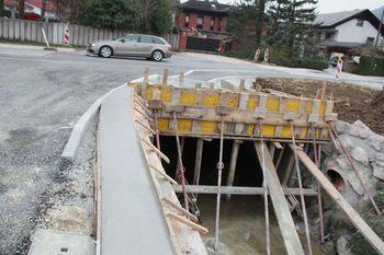 Nov most in pločnik